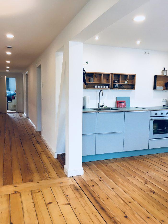Küchenzeile und Flur der Ferienwohnung